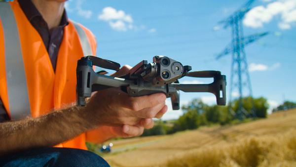 Parrot laajentaa ANAFI -kuvauskopterimallistoa ANAFI USA ammattilaisten huippumallilla