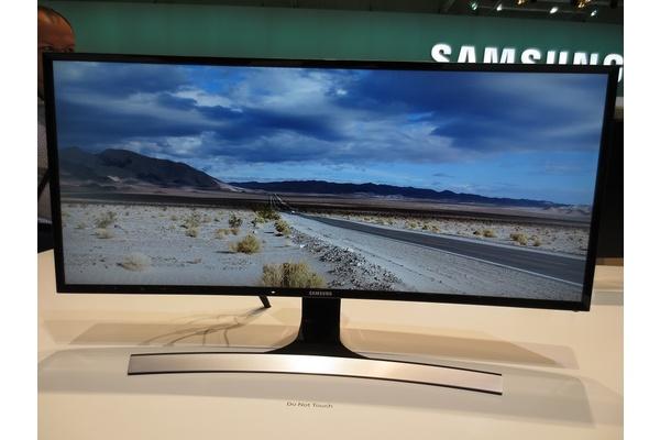 """Samsungilta 34"""" kaareva VA-näyttö 3440x1440-resoluutiolla"""