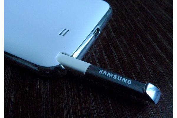 Huhu: Note III maailman ensimmäinen puhelin muovisella OLED-näytöllä