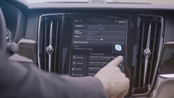 Volvo-kuskit voivat skypettääkin ajon aikana – Volvo ja Microsoft yhteistyöhön