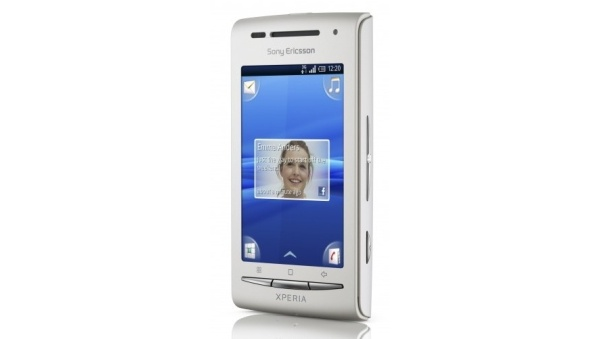 Sony Ericssonin Xperia X8 saapui kauppoihin vanhalla Androidilla