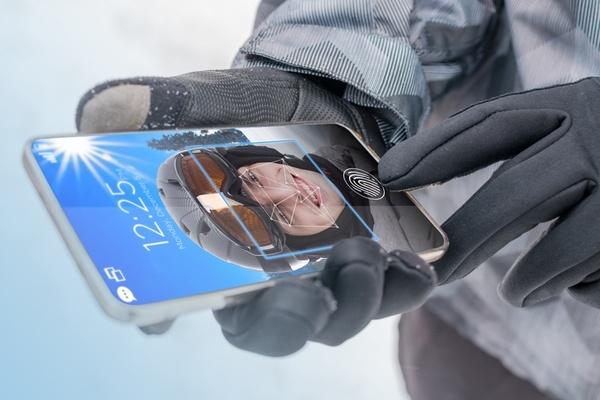Kasvojentunnistus ja sormenjälkiluku yhdistyvät – Uusi teknologia tulossa älypuhelimiin