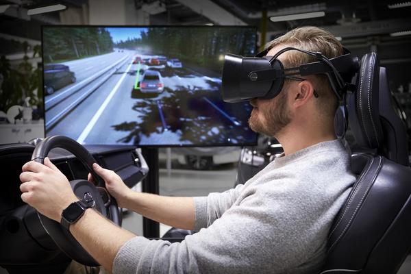 Volvo Carsin uudessa ajosimulaattorissa hyödynnetään Varjon virtuaalitodellisuuslaitteistoa turvallisempien autojen kehitystyössä