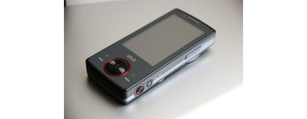 Altek T8680 -kosketusnäyttöpuhelin sisältää 12MP kameran optisella zoomilla