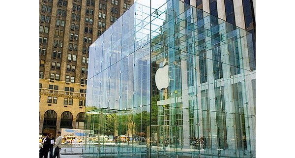 Lady Walks Into Apple Glass Door Sues For 1 Million Afterdawn
