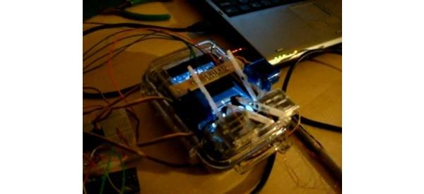Videolla: näin robotti pelaa Rock Bandia iPhonella
