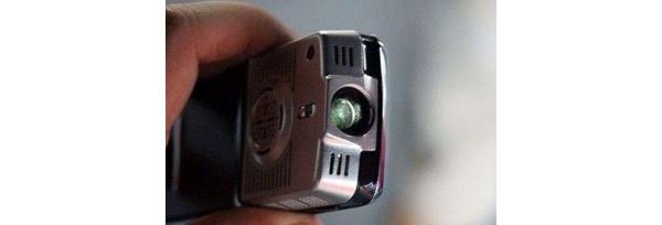 Ensimmäinen videoprojektorilla varustettu puhelin?