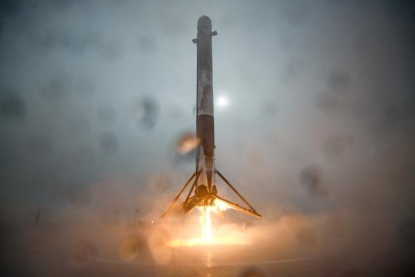 SpaceX ei vieläkään onnistunut raketin laskeutumisessa merelle