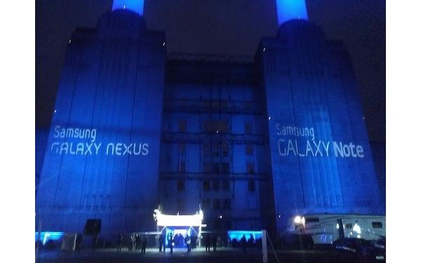 Samsung esitteli Galaxy Nexusta ja hybridipuhelinta Lontoossa