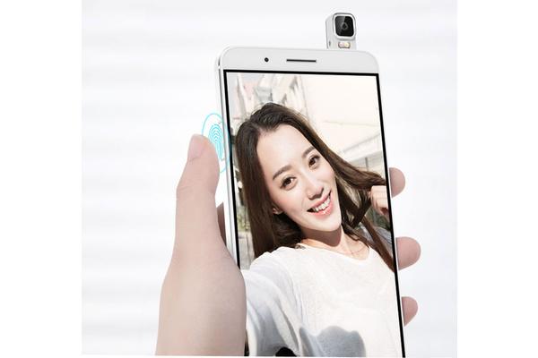 Huawei esitteli älypuhelimen erikoisella kääntyvällä kameralla