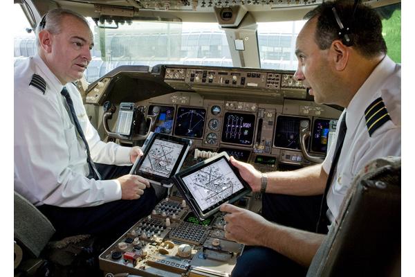 iPadit kaatuivat – useat lennot myöhästyivät