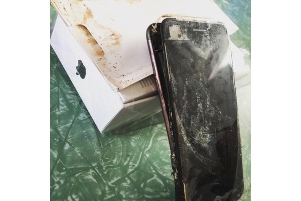 Uusi iPhone räjähti jo pakkauksessa