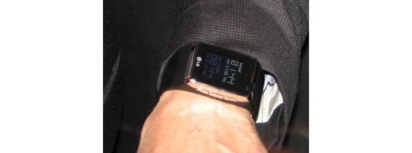 LG poistaa taustamelun puheluista ja tuo rannekellopuhelimen 2009