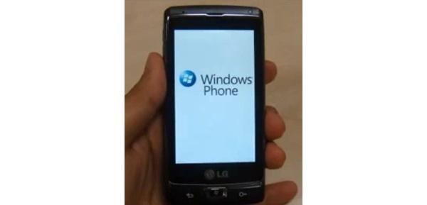 Videolla: Windows Phone 7 -puhelin käynnistyy ensimmäistä kertaa