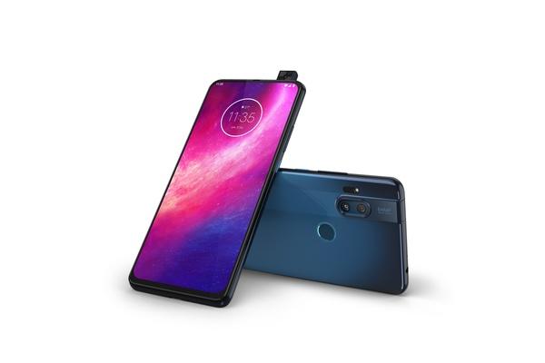 Motorola One Hyper -puhelimen hinta 369 euroa - myyntiin Suomessa 3. helmikuuta