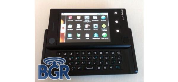 Motorola tykittää: jo kolmannesta Android-puhelimesta kuvia ja tietoa