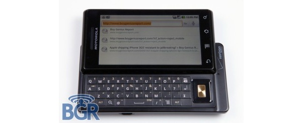 Droid-puhelimia tuleekin useampia - Motorola Droidista esikatsausartikkeli