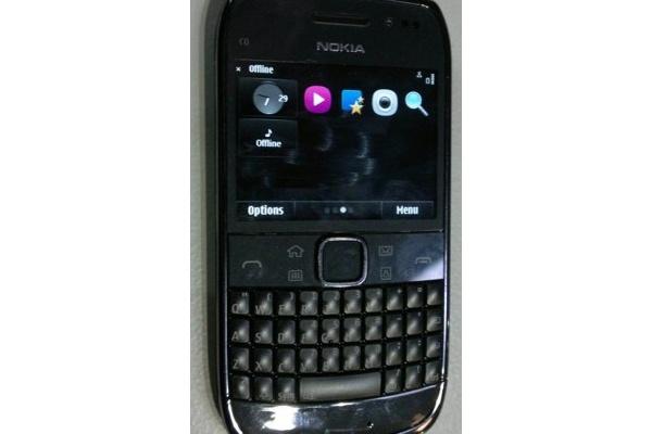 Kosketusnäytöllisestä Nokia E6:sta uusi kuva
