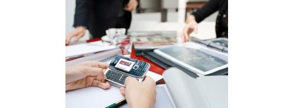 Puhelinten kauppa laskee, älypuhelimet valtaavat osuutta