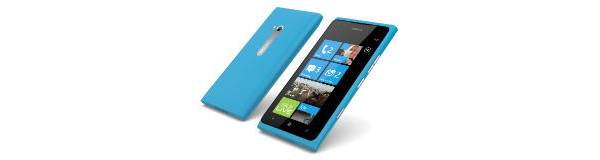 Lumia 900 kohosi myydyimpien puhelimien listoille Suomessa