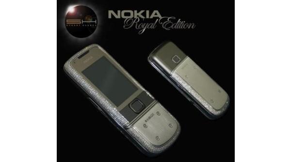 Tuunattu Nokia 8800 Arte: Platinakuoret ja 1160 timanttia