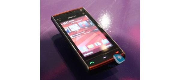 Nokian X6:sta ja X3:sta ensikatsausartikkelit, N900 testattavana Helsingin Nokia-kaupassa