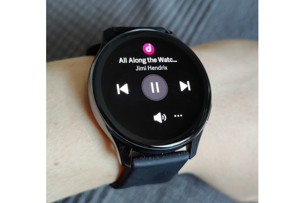 OnePlus Watch review: Big, boring, and buggy
