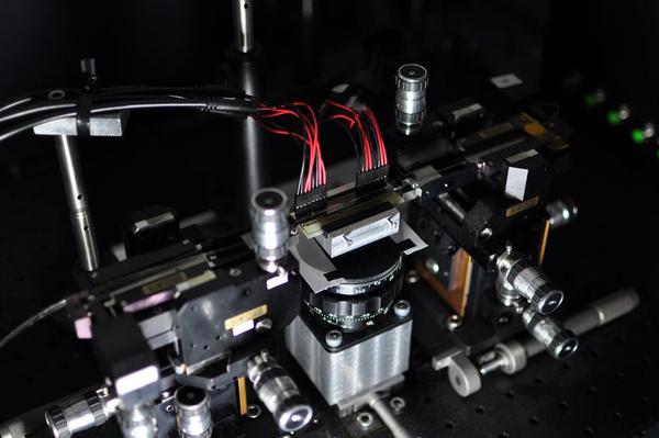 Maailman ensimmäinen ohjelmoitava kvanttipiiri kehitetty Briteissä