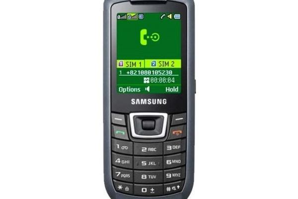 Edullinen kännykkä kahdella SIM-korttipaikalla: Samsungin C3212 DuoS