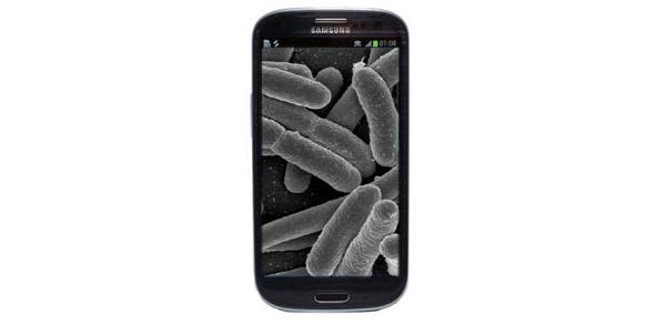 Tutkimus: Kännykät bakteeripesiä - yhtä saastaisia kuin vessan ovenkahvat