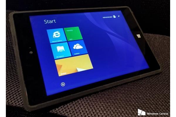 Microsoftin huhuttu Surface Mini peruttiin, mutta tässä se on kuvissa