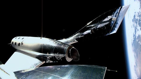 Avaruusmiljardöörit tulevatkin juttuun: Elon Musk osti lipun Virgin Galacticin lennolle