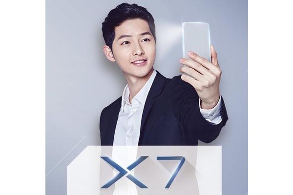 Kiinalaisvalmistajan puhelimessa 16 megapikselin kamera – edessä