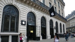 Apple Store in Paris robbed on New Year's Eve