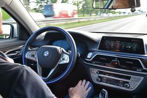 BMW haastaa Teslaa: Panostaa itseajaviin autoihin uudella laitoksella