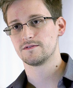 Snowden: Alien communications are too well encrypted to distinguish from random noise