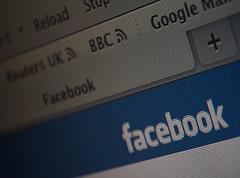 Facebook käyttää henkilökohtaisia tietoja mainontaan