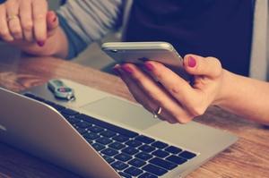 Kysely: poikkeusaika lisännyt digilaitteiden käyttöä, mutta lähes puolet yli 65-vuotiaista ei osaa käyttää laitteiden kaikkia ominaisuuksia