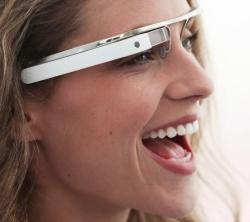 Googlen näyttölasit nähtiin livenä -- perustaja tuli juhliin lasit päässä
