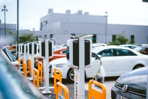K-Lataus-asemilla sähköautojen latausmäärät heinäkuussa yli kaksinkertaiset viime vuoteen verrattuna