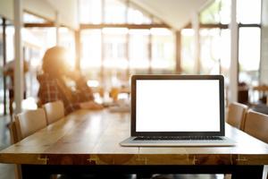 Verkkokauppatoimittaja tarjoaa yrityksille mahdollisuutta siirtyä verkkokauppaan ilmaiseksi puolen vuoden ajaksi