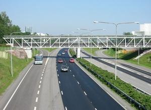 Sähköautot saavat oman kaistan Espoon ja Helsingin välille