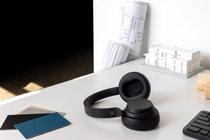 Microsoftin Surface Headphones 2 -vastamelukuulokkeet ja Surface Earbuds -nappikuulokkeet saapuvat myyntiin Suomessa