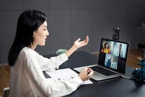 Motorisoitu OBSBOT Tiny -verkkokamera pystyy seuraamaan kuvauskohdetta ja vaimentamaan taustamelua