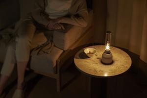 Sony julkaisi erikoisen, kynttilän liekin kaltaisella valaistuksella varustetun kaiuttimen