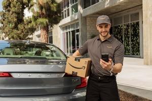 Amazon esitteli uuden palvelun – Tilaa tavaraa nettikaupasta auton takakonttiin