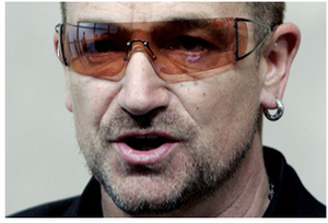 U2 aims to take advantage of internet and misses
