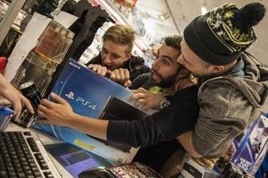 PlayStation 4 er kommet til Danmark - flere stod i kø til midnatsevents