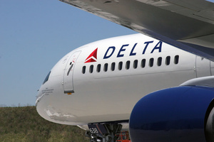 Delta to distribute Surface 2, Lumia 820 to pilots, flight attendants