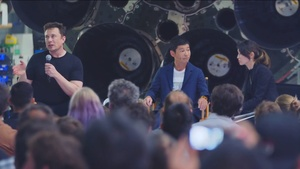 Japanese billionaire shatters retweet record